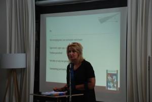 Patricia Bender tijdens lezing